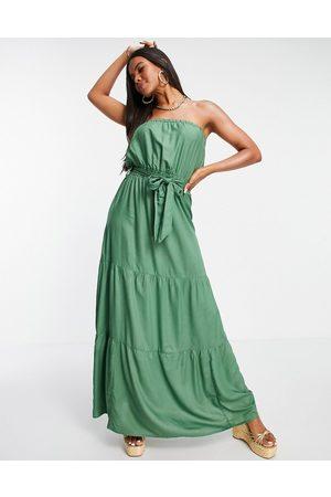 ASOS DESIGN – Kakigrön panelsydd strandklänning i maxilängd och bandeau-modell- /a