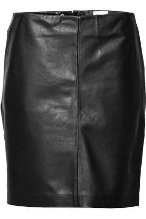 My Essential Wardrobe 19 The Leather Skirt Kort Kjol