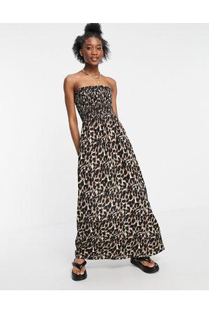 Influence – Leopardmönstrad strandklänning i maximodell med bandeau-ringning-Flera