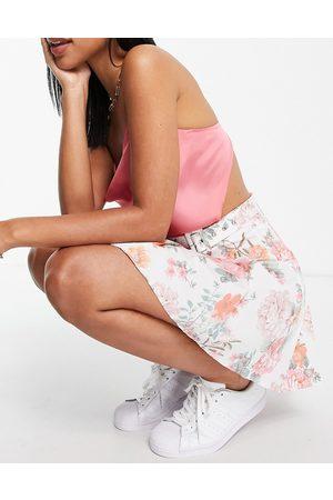 ASOS DESIGN – Blommig plisserad tenniskjol i minilängd av bomull-Flera
