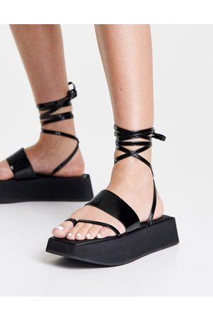 Topshop – Pure – Svarta grova sandaler i läder med smala remmar- /a