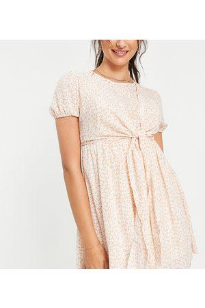 In The Style Maternity X Dani Dyer – Rosa, mönstrad miniklänning med rosett-Flera