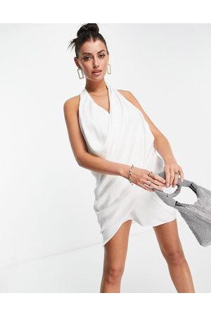 ASOS – Elfenbensvit, rynkad miniklänning med halterneck och djup urringning av satin- /a