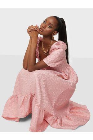 Glamorous Kvinna Festklänningar - Texture Midi Dress Loose fit