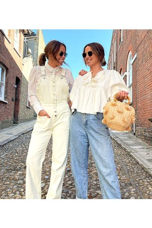 Labelrail Kvinna Jumpsuits - X Collyer Twins – Avslappnade hängselbyxor med kant i broderie anglaise- /a