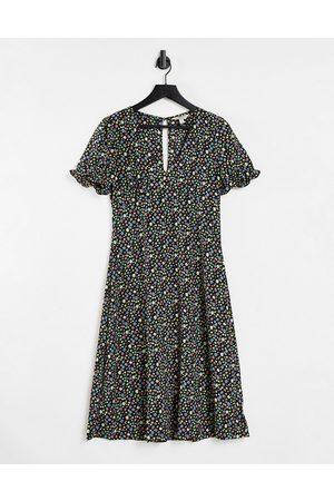 Brave Soul Kvinna Mönstrade klänningar - – Mönstrad midiklänning i omlottdesign- /a