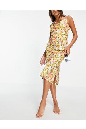 ASOS – Retroblommig strandklänning i midilängd och slip-design med draperad ringning och låg rygg-Flera