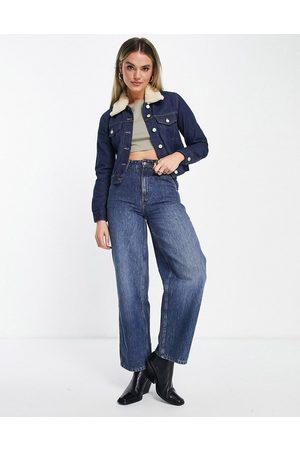 French Connection – Palmira – Indigoblå jeansjacka i kort design med avtagbar ullkrage