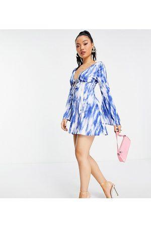 ASOS Petite Kvinna Casual klänningar - ASOS DESIGN Petite – Mönstrad skaterklänning i minilängd med knytning framtill och utsvängd design-Flera