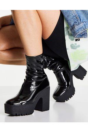 ASOS – Elena – Svarta lackade sockboots med höga klackar- /a
