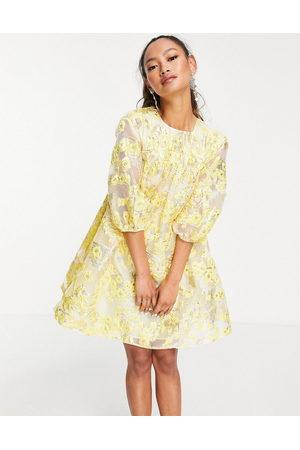 ASOS Kvinna Festklänningar - – Gul metallisk jacquardvävd miniklänning med puffärmar-Flera