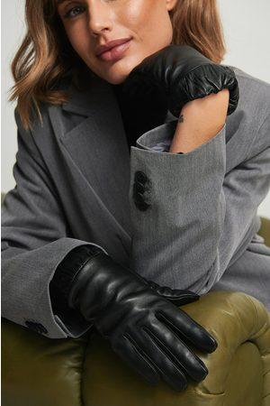 NA-KD Accessories Läderhandskar med elastiska manschetter
