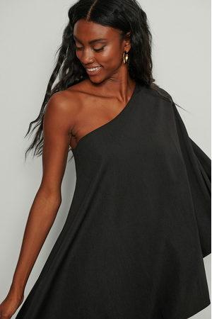 NA-KD Kvinna Festklänningar - Vid miniklänning med en axel