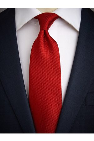 John Henric Red Tie Structure