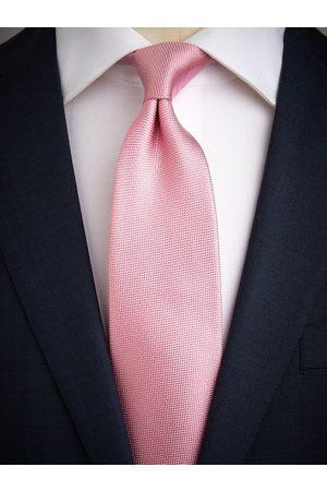 John Henric Pink Tie Structure