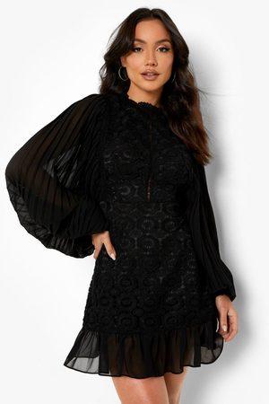 Boohoo Kvinna Fodralklänningar - High Neck Lace Frill Hem Mini Dress, Black