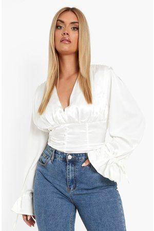 Boohoo Kvinna Blusar - Plus - Blus Med Knappar Och Låg Urringning, White